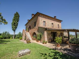 Bright 7 bedroom Farmhouse Barn in Torrita di Siena - Torrita di Siena vacation rentals