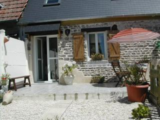 Lovely 1 bedroom Pontorson Gite with Satellite Or Cable TV - Pontorson vacation rentals