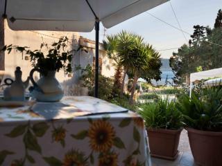 La casa a mare tra Trapani e San Vito Lo Capo - Cornino vacation rentals
