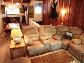 2/2, Walk to Mammoth Mountain's Canyon Lodge, Sleeps 6 - Mammoth Lakes vacation rentals