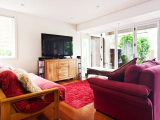 Sunny 2 bedroom Bilgola House with Deck - Bilgola vacation rentals