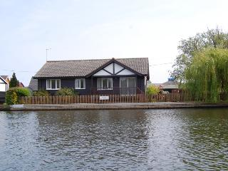 Gorgeous Cottage with Internet Access and Television - Horning vacation rentals