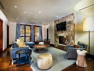 Solaris offers luxury condominiums in the heart of Vail Village with the unique warmth and appeal of a mountain lodge. - Vail vacation rentals