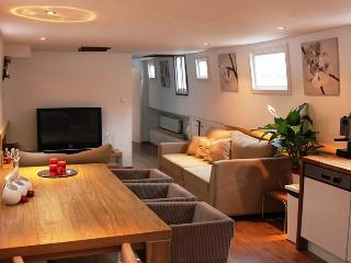 AMSTERDAM CITY CENTRE HOUSEBOAT - Amsterdam vacation rentals