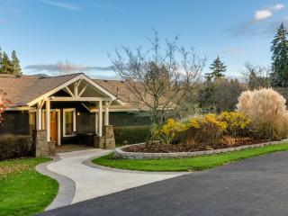 Gorgeous Bed and Breakfast with Deck and Internet Access - Hood River vacation rentals
