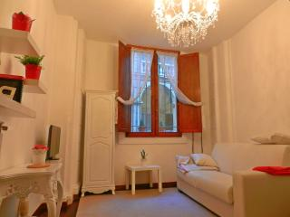 Palazzo Pannolini very Central - Bologna vacation rentals