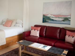 Cozy Condo with Internet Access and Television - Eastsound vacation rentals