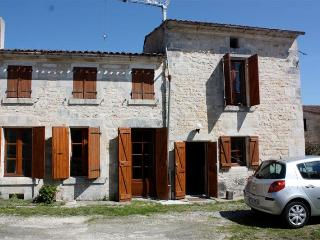 4 Bed Cottage in Crazannes with private pool - Crazannes vacation rentals