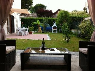 Apartment GIARDINETTO, 2 bedrooms, lounge garden - Marina Di Massa vacation rentals