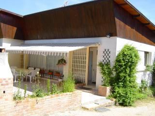 Comfortable 3 bedroom Montbard House with Internet Access - Montbard vacation rentals