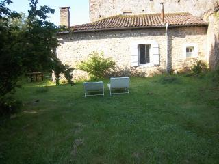 Lovely Cottage with Microwave and Private Outdoor Pool - Lascaux vacation rentals