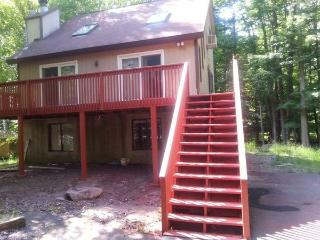 MODERN 5 BR CLOSE TO THE BEACH IN 5 STAR HIDEOUT - Lake Ariel vacation rentals
