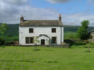 Bright Farmhouse Barn in Hawes with Outdoor Dining Area, sleeps 6 - Hawes vacation rentals