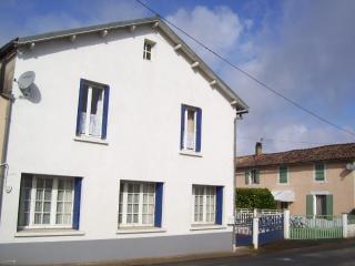 Les Patidoux House in Deux Sevres - Sauze-Vaussais vacation rentals