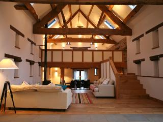 Beautiful 6 bedroom Barn in Clyro - Clyro vacation rentals