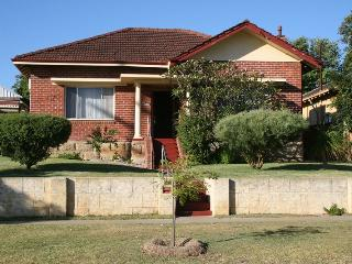 4 bedroom House with Internet Access in Bayswater - Bayswater vacation rentals