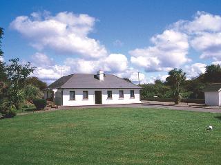 Charming 3 bedroom Bungalow in Ballydehob - Ballydehob vacation rentals