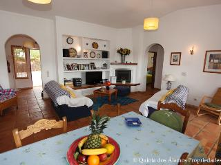 3 bedroom Villa with Internet Access in Guia - Guia vacation rentals