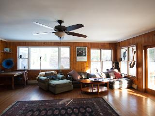 Wonderful Woodstock Retreat- minutes from downtown - Woodstock vacation rentals