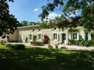 Charming 5 bedroom Farmhouse Barn in Gondrin with Internet Access - Gondrin vacation rentals