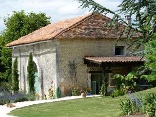 2 bedroom Barn with Internet Access in Bouteilles-Saint-Sebastien - Bouteilles-Saint-Sebastien vacation rentals