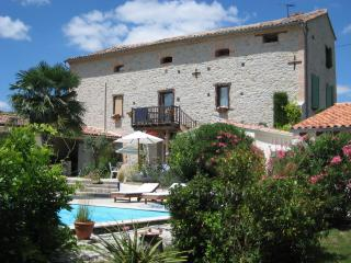 Beautiful 2 bedroom Aguts Gite with Internet Access - Aguts vacation rentals