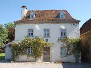 Gorgeous 2 bedroom House in Sauveterre-de-Béarn with Internet Access - Sauveterre-de-Béarn vacation rentals