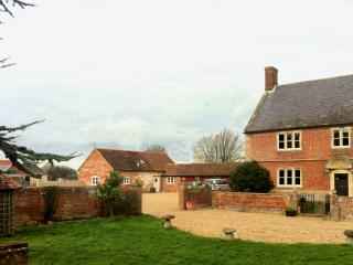 4 bedroom Cottage with Internet Access in Erlestoke - Erlestoke vacation rentals