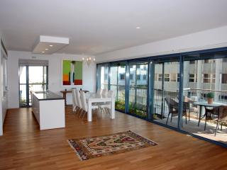 Deluxe Nachmani - 2 Bedrooms, Balcony & Parking - Tel Aviv vacation rentals