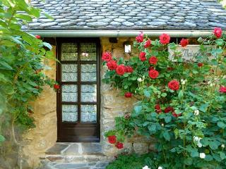 Romantic 1 bedroom Cottage in Entraygues-sur-Truyere - Entraygues-sur-Truyere vacation rentals
