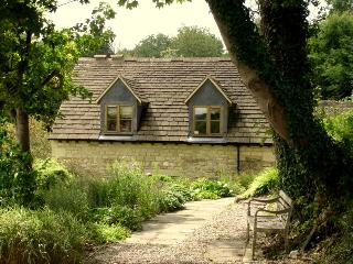 Romantic 1 bedroom Cottage in Stroud with Internet Access - Stroud vacation rentals