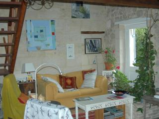 2 bedroom Farmhouse Barn with Dishwasher in Libourne - Libourne vacation rentals