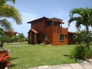 Nice Villa with Deck and Ceiling Fans - Playa Junquillal vacation rentals