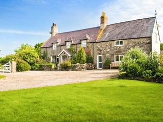 PLAS NEWYDD, swimming pool, woodburner, spacious house, stunning garden, Aberdaron Ref 903963 - Aberdaron vacation rentals