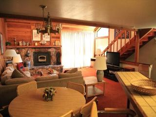 2 Bed + Loft/3 Bath Townhome, Great Location to Town, Shopping & Grocery - Mammoth Lakes vacation rentals