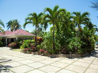 Stone Harbour - Ocho Rios 4 Bedroom Beachfront - Ocho Rios vacation rentals