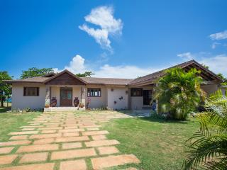 Sun Kissed - Rio Bueno 4 Bedroom Beachfront - Discovery Bay vacation rentals