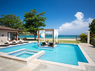 Sun Kissed Villa - Discovery Bay, Jamaica - Beachfront, Private Pool - Discovery Bay vacation rentals