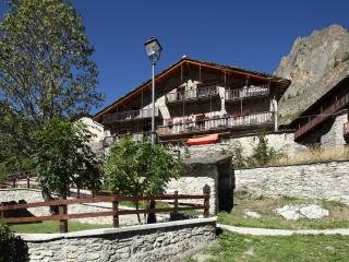 8 bedroom Ski chalet with Internet Access in Cuneo - Cuneo vacation rentals