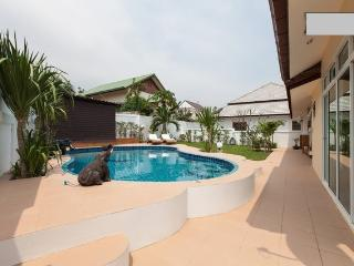 Nice Villa with Internet Access and Dishwasher - Hua Hin vacation rentals