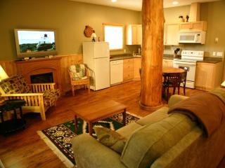 Gorgeous Cabin with Deck and Internet Access - Ucluelet vacation rentals
