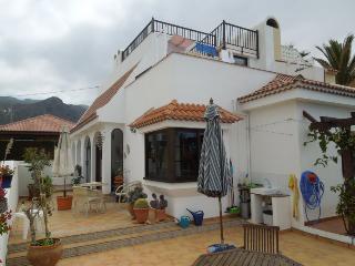 Cozy 2 bedroom Los Silos House with Deck - Los Silos vacation rentals
