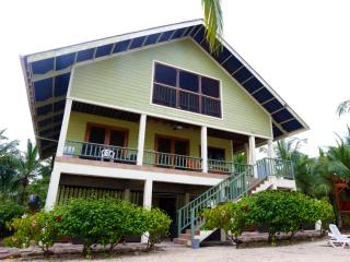 Charming 3 bedroom House in Isla Bastimentos - Isla Bastimentos vacation rentals