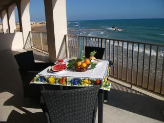 Casa sul mare con panorama mozzafiato - Donnalucata vacation rentals