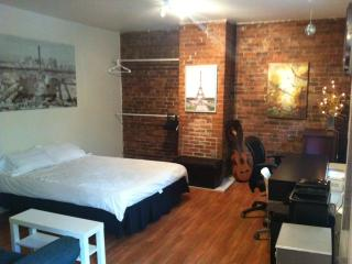 wow lovely studio with blacony, sleeps 2, downtown - Montreal vacation rentals