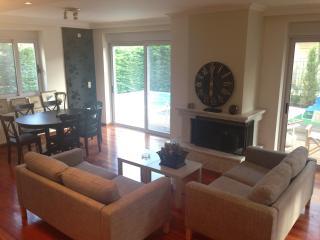 Perfect 4 bedroom House in Vari - Vari vacation rentals