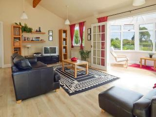 ORCHARD LODGE, ground floor, en-suite, WiFi, panoramic sea views, beautiful lodge near Warkworth, Ref. 28075 - Warkworth vacation rentals