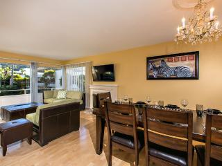 Beautiful Luxury Condo located 5 minutes walking f - La Jolla vacation rentals