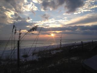 Quiet Getaway 3 Blocks to Beaches Near Destin - Miramar Beach vacation rentals