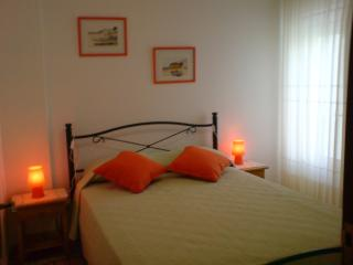 Sunny 1 bedroom apartment w/pool and  close to beach - Albufeira vacation rentals